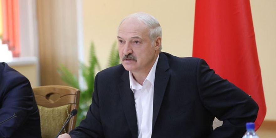 Бей своих, чтоб чужие боялись. Лукашенко ругает министров и Россию